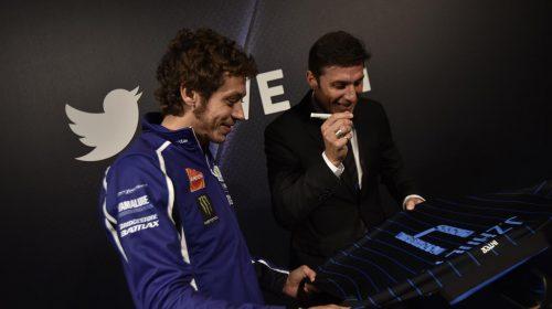 Asta per la YAMAHA YZF-R125 autografata da Rossi - image 001225-000021563-500x280 on https://moto.motori.net