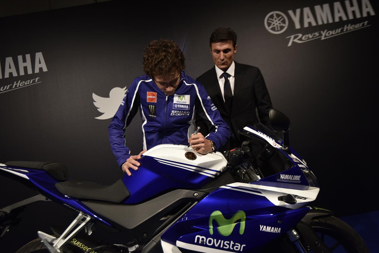 Asta per la YAMAHA YZF-R125 autografata da Rossi - image 001225-000021565 on https://moto.motori.net