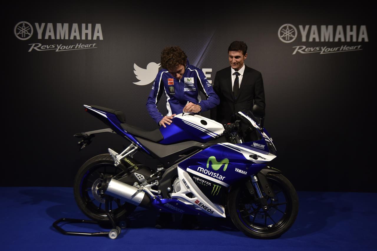 Asta per la YAMAHA YZF-R125 autografata da Rossi - image 001225-000021566 on https://moto.motori.net