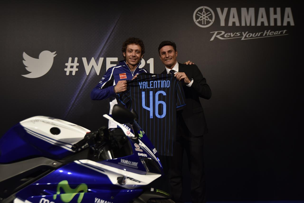 Asta per la YAMAHA YZF-R125 autografata da Rossi - image 001225-000021569 on https://moto.motori.net