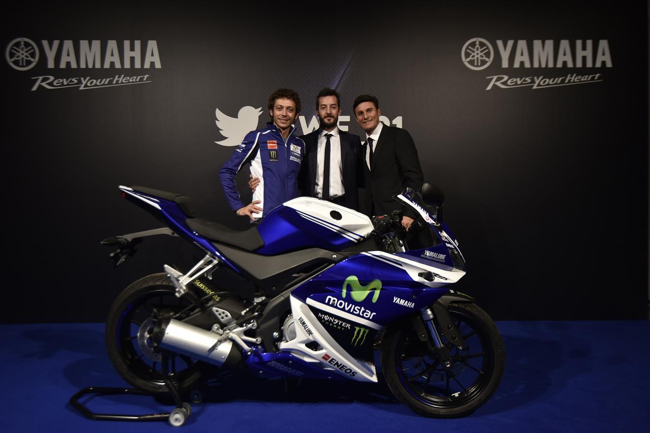 Asta per la YAMAHA YZF-R125 autografata da Rossi - image 001225-000021570 on https://moto.motori.net