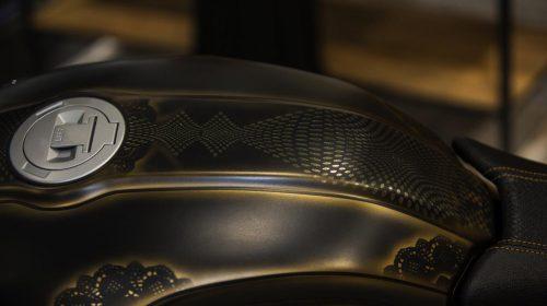 BMW R nineT si veste di tatuaggi - image 001292-000022193-500x280 on https://moto.motori.net