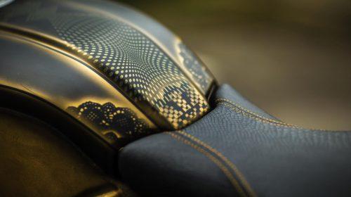 BMW R nineT si veste di tatuaggi - image 001292-000022197-500x280 on https://moto.motori.net