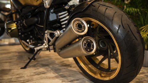 BMW R nineT si veste di tatuaggi - image 001292-000022200-500x280 on https://moto.motori.net