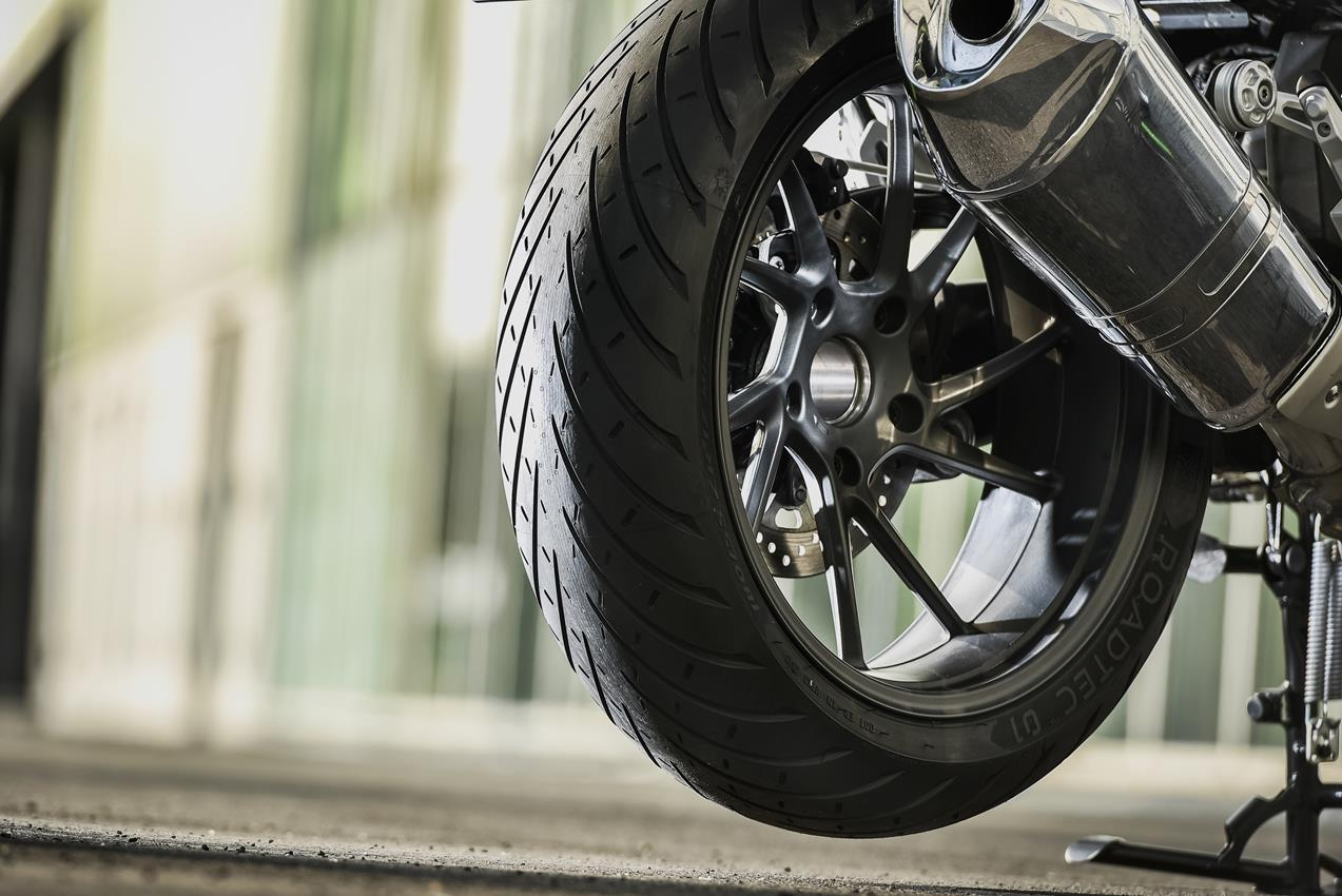 METZELER presenta a il nuovo pneumatico Sport Touring Radiale ROADTEC 01 - image 009444-000103821 on https://moto.motori.net