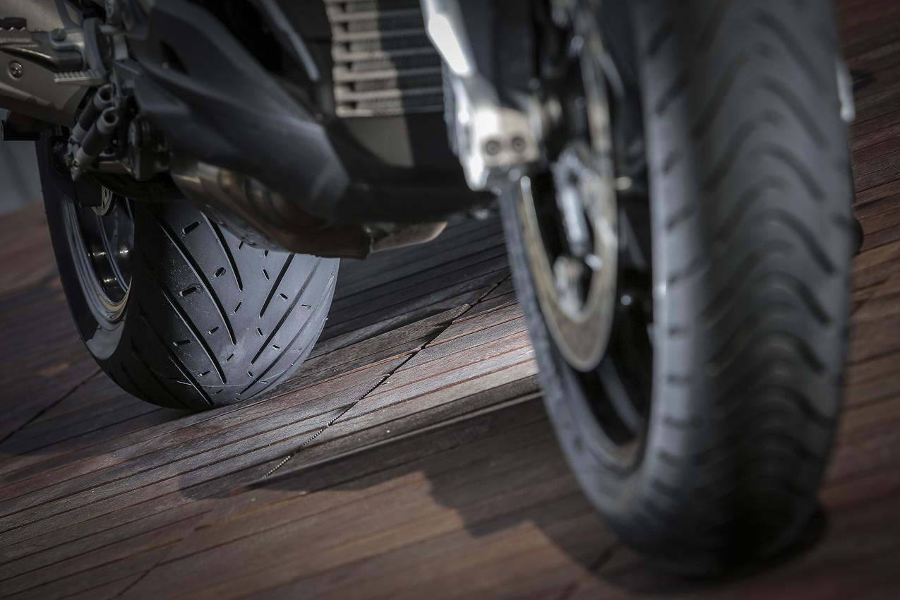 METZELER presenta a il nuovo pneumatico Sport Touring Radiale ROADTEC 01 - image 009444-000103830 on https://moto.motori.net