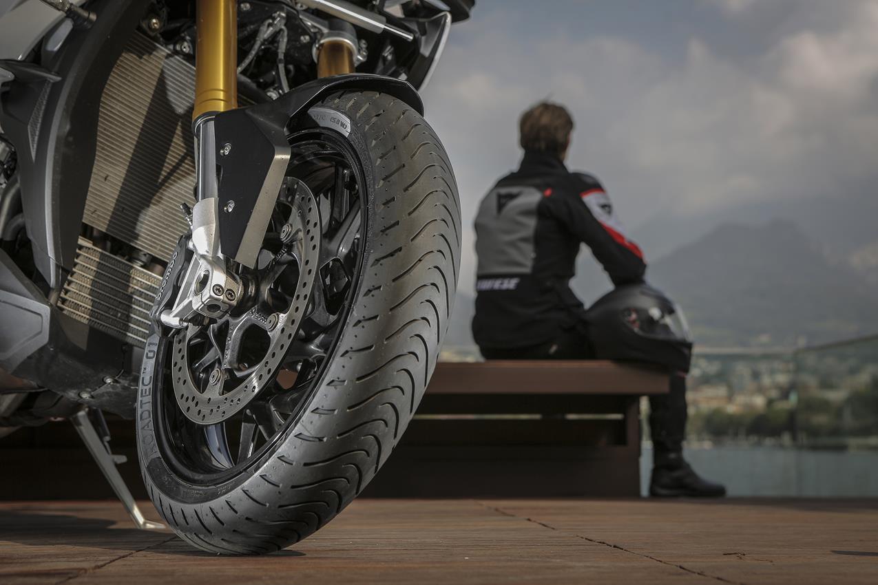 METZELER presenta a il nuovo pneumatico Sport Touring Radiale ROADTEC 01 - image 009444-000103832 on https://moto.motori.net