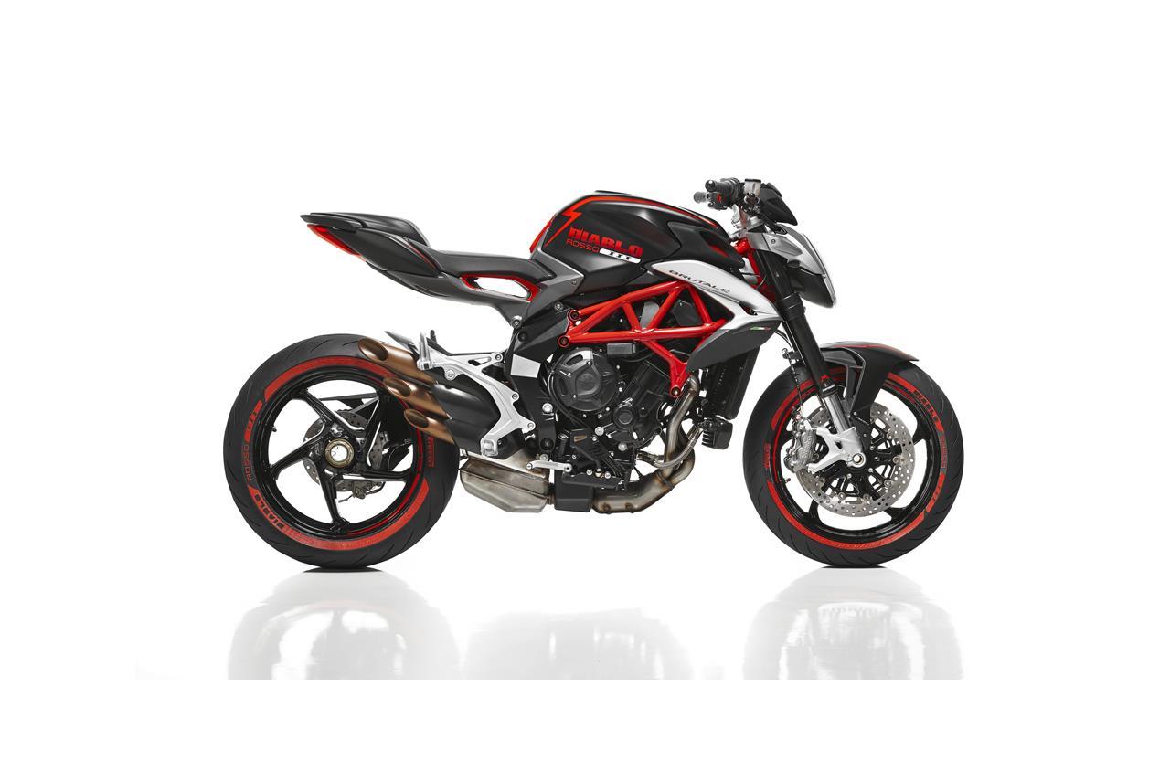MV Agusta e Pirelli, nuova Brutale 800 e nuovo DIABLO ROSSO III - image 009452-000103890 on https://moto.motori.net