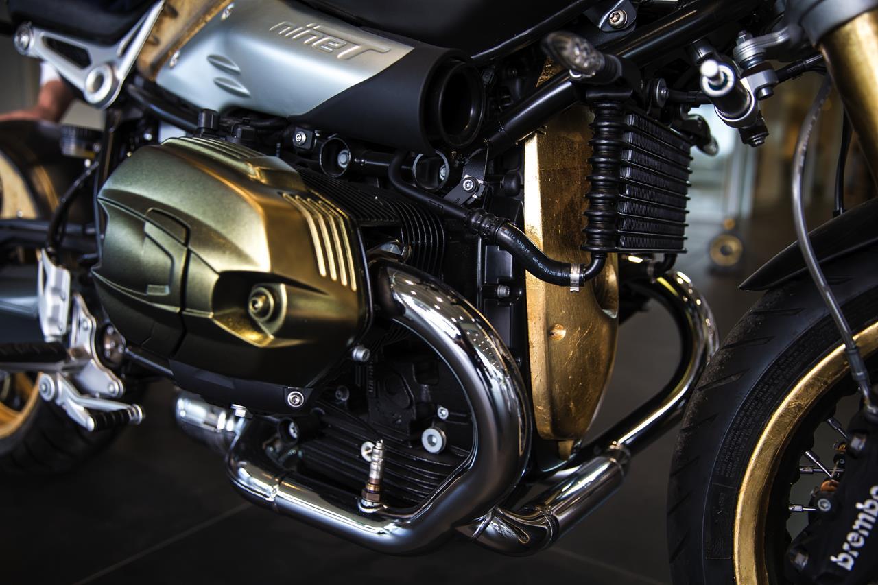 BMW R nineT si veste di tatuaggi - image 001292-000022191 on https://moto.motori.net
