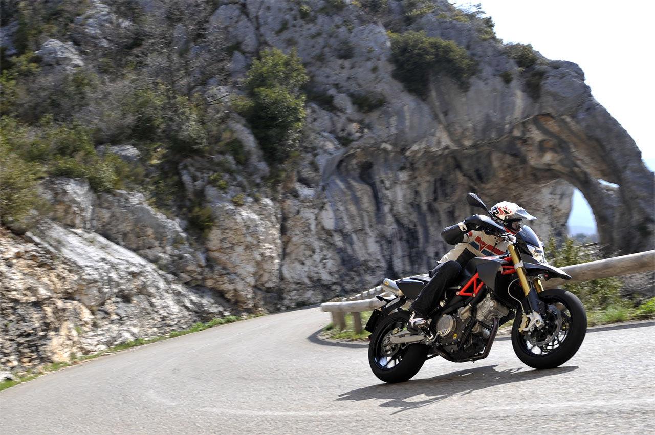 Listino Aprilia Caponord 1200 Travel Pack Granturismo on-off - image 14297_aprilia-dorsoduro750-factory on https://moto.motori.net