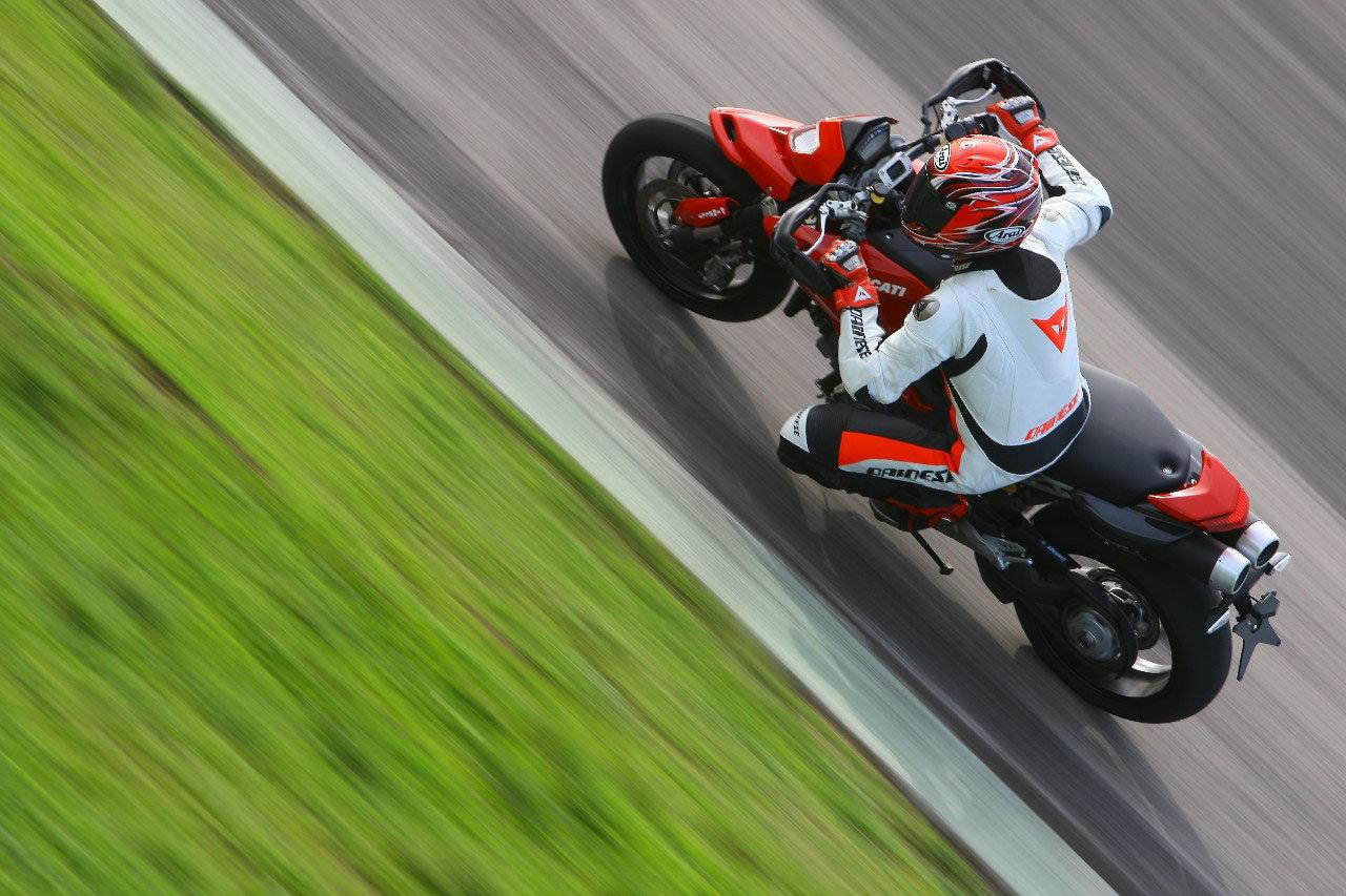 Listino Ducati Diavel Stripe Custom e Cruiser - image 14536_ducati-hypermotard1100-evo on https://moto.motori.net