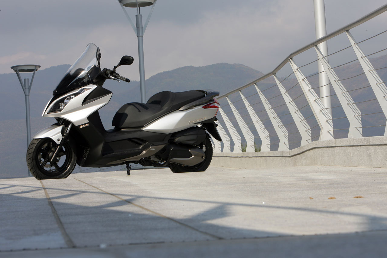 Listino Kymco Agility 125 Carry Scooter 125 - image 14864_kymco-downtown200i on https://moto.motori.net
