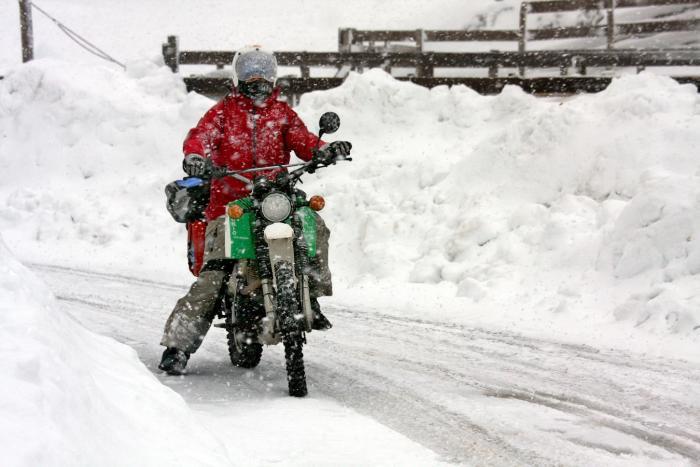 Givi S210 Telo Coprisella Moto - recensione e prezzo - image inverno-pantaloni-moto on https://moto.motori.net