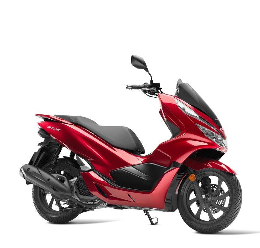 T-MAX Sport Edition: disponibile da aprile nelle concessionarie ufficiali Yamaha - image 1-840x800 on https://moto.motori.net